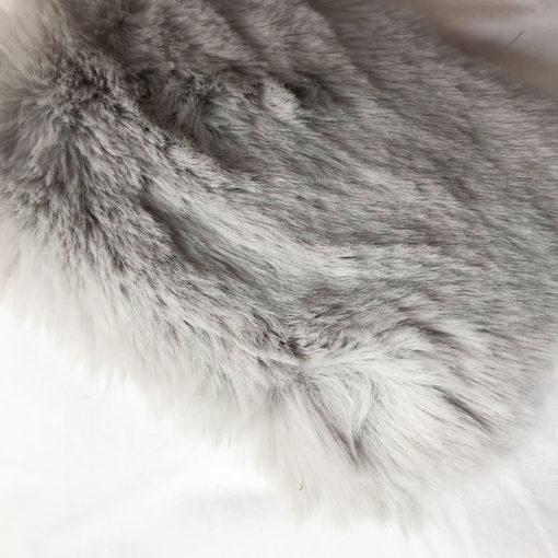 Argent. Softie. Couverture pour chien en fausse fourrure